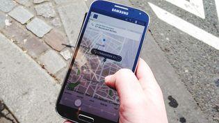 La sociétéUber proposait le service UberPop dans son application à Paris. (CAMILLE CALDINI / FRANCETV INFO)