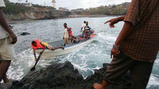 Migrants comoriens quittant l'île d'Anjouan pour tenter de gagner l'île française de Mayotte (archives). L'île de La Réunion voit débarquer sur ses côtes depuis le début de l'année des migrants Sri Lankais. (RICHARD BOUHET / AFP)