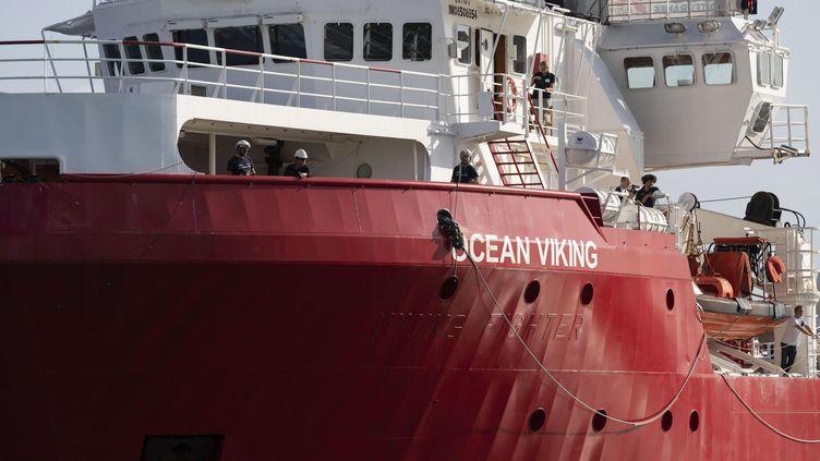 "Le navire humanitaire ""Ocean Viking"", affrétépar l'ONG SOS Méditerranée. (FRANCESCO RUTA/EPA/Newscom/MaxPPP)"