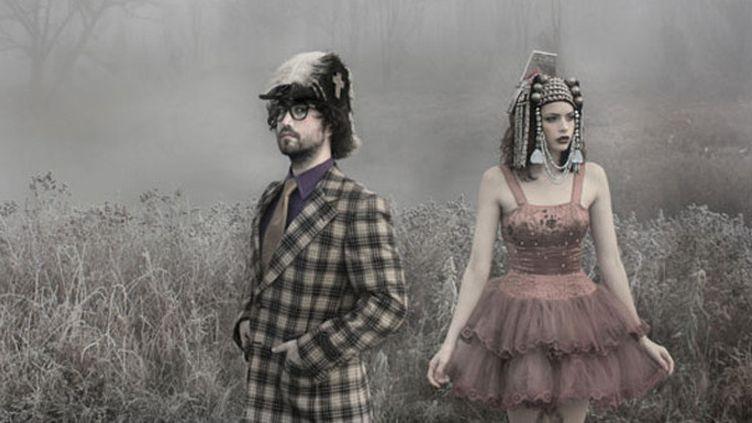 Qui se cache derrière les d'ôles d'oiseaux de The Ghost of a Saber Tooth Tiger ? Sean Lennon et sa compagne Charlotte Kemp Muhl.  (http://www.thegoastt.com/)