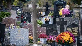 Un cimetière à Strasbourg (Bas-Rhin), le 29 octobre 2017. (SEBASTIEN BOZON / AFP)