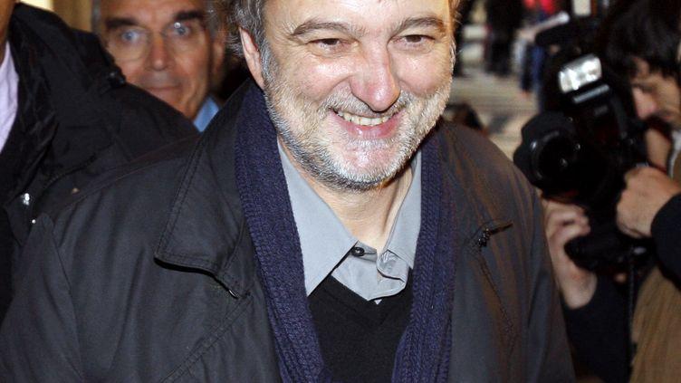 Le journaliste Denis Robert au tribunal de Paris, le 23 octobre 2009. (PATRICK KOVARIK / AFP)