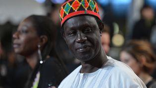 """Le réalisateur sénégalais Moussa Touré arrivant, le 21 mai 2012, à la projection du film """"Like Someone in Love"""", en compétition, lors de 65e édition du Festival de Cannes. (ALBERTO PIZZOLI / AFP)"""