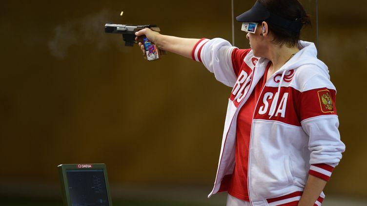 La Russe Kira Mozgalova, lors de la finale de l'épreuve féminine de tir au pistolet, le 1er août 2012 aux JO de Londres. (GETTY IMAGES)