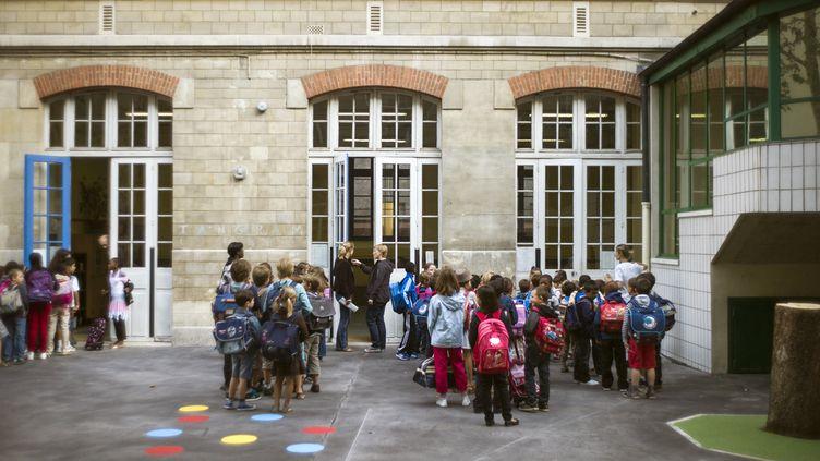 """Selon une étude publiée par la Société française de pédiatrie, """"71% des écoliers affirment connaître au moins un jeu d'asphyxie ou d'étranglement"""". (FRED DUFOUR / AFP)"""
