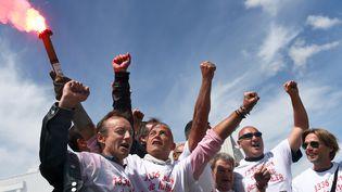 Les anciens employés de Fralib fêtent l'accord de fin de conflit conclu avec Unilever, le 27 mai 2014 à Gémenos (Bouches-du-Rhône). (ANNE-CHRISTINE POUJOULAT / AFP)