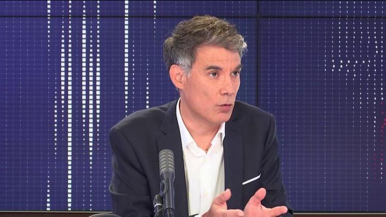 """Olivier Faure, premier secrétaire du Parti socialiste, invité du """"8h30 franceinfo"""", mercredi 3 juin 2020. (FRANCEINFO / RADIOFRANCE)"""