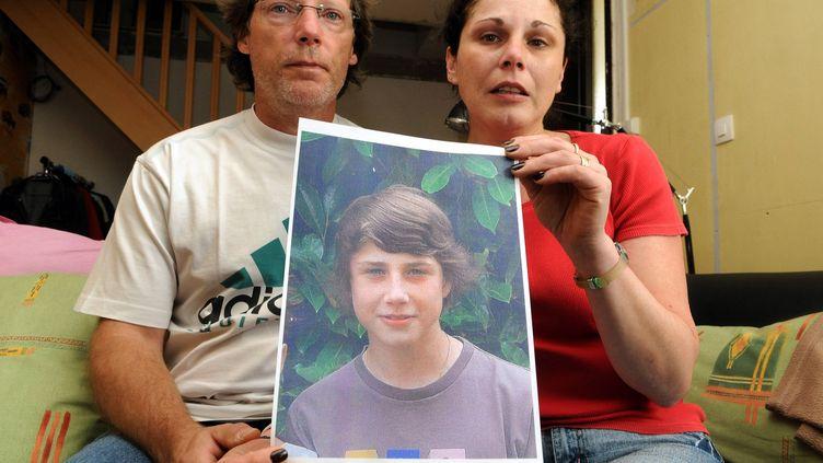 La mère et le beau-père d'Alexandre Junca, le 6 juin 2011 à Pau (Pyrénées-Atlantiques). (MAXPPP)
