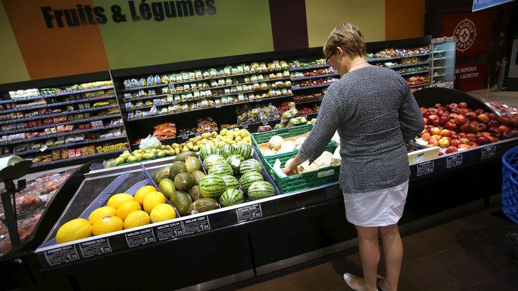 D'après un sondage Ifop réalisé pour l'ONG environnementale WWF France, 70% des Françaissont prêts à changer leur consommation alimentaire pour des produits plus responsables. Photo d'illustration. (LIONEL VADAM  / MAXPPP)