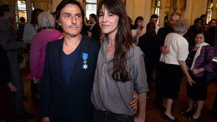 Yvan Attal et Charlotte Gainsbourg, le 19 juin 2013 à Paris. (PIERRE ANDRIEU / AFP)