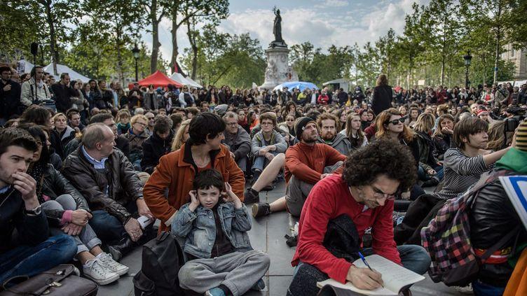 """(Des militants de """"Global Debout"""", place de la République à Paris, dimanche 15 mai© Maxppp)"""
