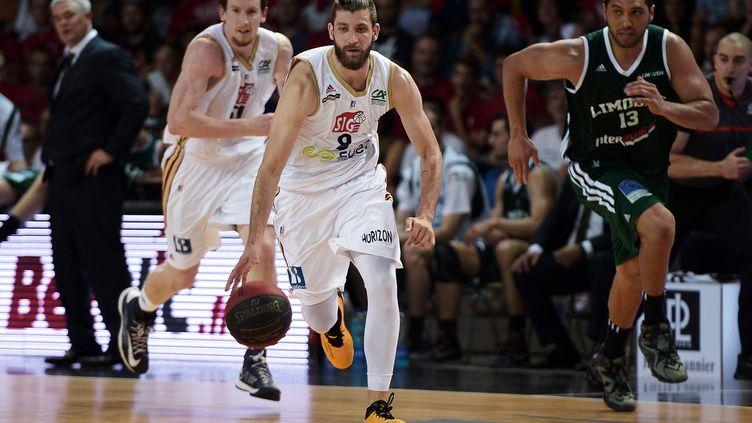 Antoine Diot (Strasbourg) a inscrit 20 points lors du match 2 face à Limoges. (FREDERICK FLORIN / AFP)