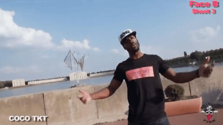 Le rappeur Coco Tkt nargue la police dans une vidéo postée sur internet le 18 septembre 2013, alors qu'il était en cavale. (COCO TKT / YOUTUBE)
