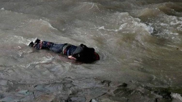 Un adolescent blessé au Chili (FRANCEINFO)