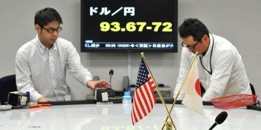 La politique de Shinzo Abe a provoqué une baisse du yen, la monnaie japonaise. (KAZUHIRO NOGI / AFP)