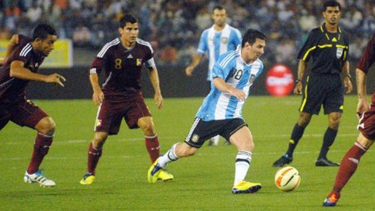 Lionel Messi à l'assaut de la défense vénézuélienne