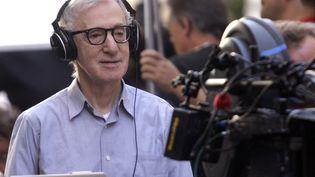 """Le réalisateur américain Woody Allen lors du tournage de son film""""Nero Fiddled"""", à Rome (Italie), le 25 juillet 2011. (REMO CASILLI / REUTERS)"""