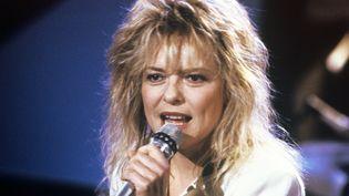 France Gall chante à Sarrebrück, en Allemagne, le 22 novembre 1988. (J?RG SCHMITT / DPA)