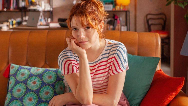 """La série met en scène Valeria (Diana Gómez), une écrivaine victime du """"syndrome de la page blanche"""". (NETFLIX)"""