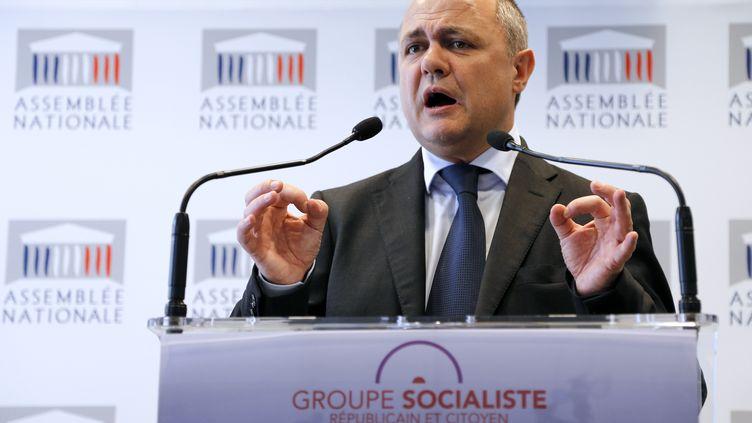Le président du groupe socialiste à l'Assemblée Bruno Le Roux, le 30 avril 2013, lors d'une conférence de presse à Paris. (FRANCOIS GUILLOT / AFP)