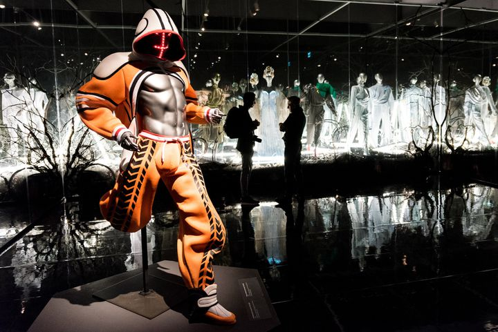 """Expo """"Thierry Mugler: Couturissime"""", en février 2019  (MARTIN OUELLET-DIOTTE / MARTIN OUELLET-DIOTTE / AFP / AFP)"""