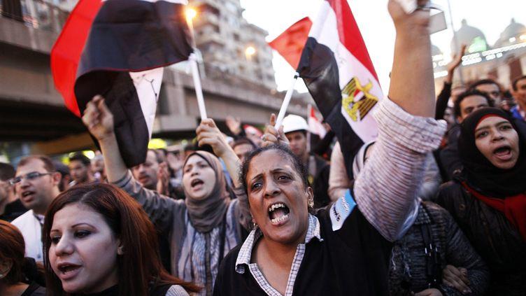 Des opposants au président égyptien Mohamed Morsi manifestent au Caire (Egypte), le 6 décembre 2012. (MAHMOUD KHALED / AFP)