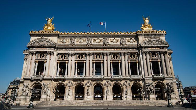 La façade de l'Opéra Garnier, à Paris, en avril 2020. (BERTRAND GUAY / AFP)