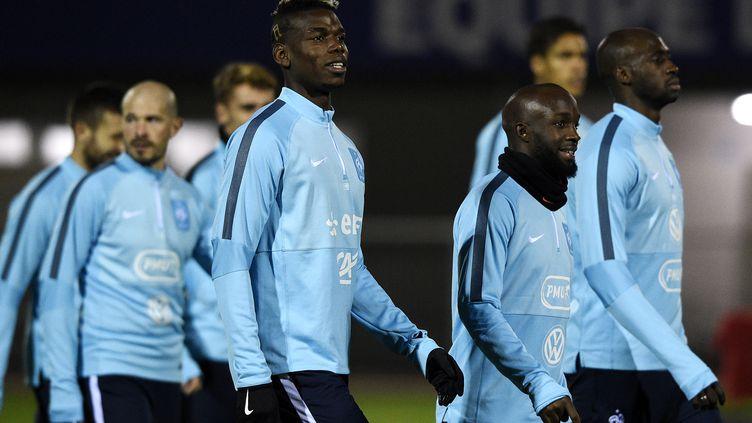 Les joueurs de l'équipe de France de football à l'entraînement à Clairefontaine (Yvelines), le 10 novembre 2015. (FRANCK FIFE / AFP)