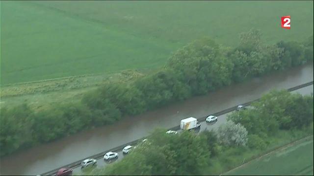 Inondations : l'A10 toujours bloquée