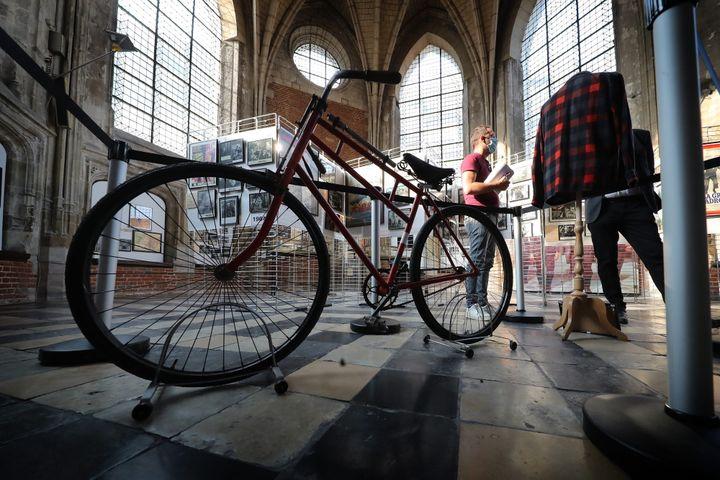 """Bourvil aimait beaucoup la bicyclette, il lui a écrit une chanson et la fameuse scène du vélo dans """"La Grande Vadrouille"""" reste gravée dans les mémoires des cinéphiles (ALEXIS CHRISTIAEN (PIB) / MAXPPP)"""
