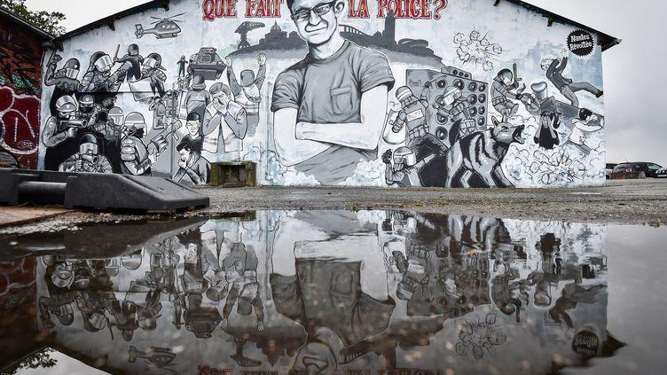 La fresque d'hommage à Steve Maia Caniço, dont le corps a été retrouvé lundi 29 juillet dans la Loire, à Nantes. (LOIC VENANCE / AFP)