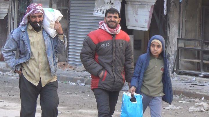 En janvier 2017, des habitants d'Alep-Est retrouvent leur quartier. (GILLES GALLINARO / RADIO FRANCE)