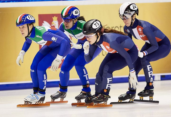 Gwendoline Daudet (numéro 73) lors des sériesdu relais fémininaux Championnats d'Europe, à Gdansk (Pologne), le 22 janvier 2021. (ADAM WARZAWA / PAP)