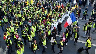 """Des """"gilets jaunes"""" manifestent à Nice (Alpes-Maritimes), le 15 décembre 2018. (YANN COATSALIOU / AFP)"""
