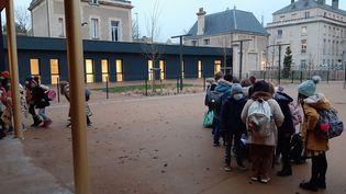 Des élèves dans une école de Caen (Calvados). (MARCELLIN ROBINE / RADIO FRANCE)