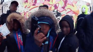 """Extrait du clip """"1er Pocheton"""", du groupe Sarcelleslite, mis en ligne sur YouTube le 2 janvier 2015. (TREIZE K / YOUTUBE)"""