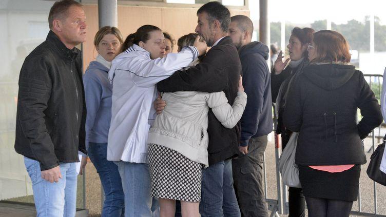 Les salaries des abattoirsGadpassent par ordre alphabetique pour connaître leur avenir apres avoir été rachetés par SVA Jean Rozé, le 17 octobre 2014, à Josselin (Morbihan). (  MAXPPP)