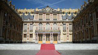 Le château de Versailles accueille lundi 29 mai Emmanuel Macron et Vladimir Poutine pour leur première rencontre officielle. (STEPHANE DE SAKUTIN / AFP)