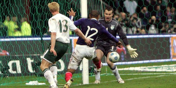 Henry vient de contrôler le ballon avec la main (2009)