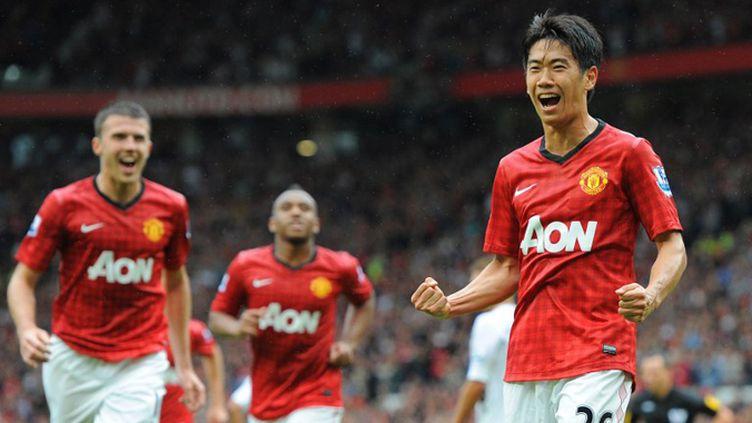 Streller (Bâle) et Vidic (Manchester United) à la lutte pour le ballon (ANDREW YATES / AFP)
