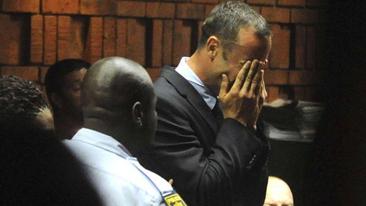 Oscar Pistorius en larmes lors de sa comparution au tribunal