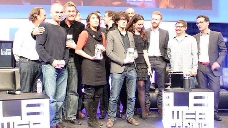 Les trois gagnants accompagnés des membres du jury (France 2 / photo Angel Herrero Lucas)