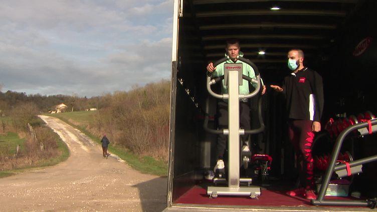 """Le """"Fit Truck"""", à bord du camion des appareils de musculation : l'invention d'un coach sportif de la Meuse (FRANCE3 / FRANCETV INFO)"""