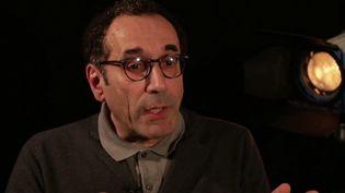France 3 a rencontré Mohamed Amghar, qui a accepté pendant vingt ans de changer de prénom pour ne pas perdre son travail. C'était une injection de son entreprise, et l'affaire est désormais devant la justice. (FRANCE 3)