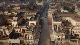 Leshavelis sont de magnifiques résidences construites par de riches marchands sur l'ancienne route de la soie au XVIIe siècle, des palais qui se comptent par milliers au Rajasthan indien. Mais, faute d'entretien, la plupart des édifices tombent en ruine. (FRANCE 2)