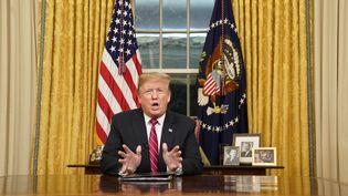 Le président Donald Trump s'adresse aux Américains depuis la Maison Blanchele 8 janvier 2019, à propos du mur à la frontière mexicaine qu'il aimerait voir construire. (CARLOS BARRIA / CONSOLIDATED NEWS PHOTOS / AFP)
