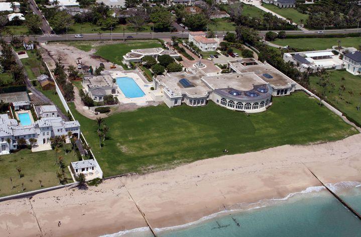 """La """"maison de l'amitié"""", à Palm Beach (Floride), appartenait auparavant au milliardaire Donald Trump. (JAMES AYLOTT / MAXPPP)"""