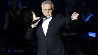 Le chanteur Michel Sardou en concert à Bercy le 12 décembre 2012. (PIERRE VERDY / AFP)