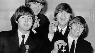 Les Beatles lors d'une conférence de presse à Londres (Royaume-Uni), le 26 octobre 1965. (PETER SKINGLEY / UPI / AFP)