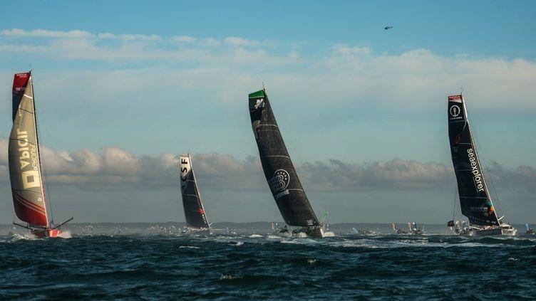 Les skippers prennent le départ du Vendée Globe, le 8 novembre 2020 au large des Salbles-d'Olonne (Vendée). (JEAN-FRANCOIS MONIER / AFP)